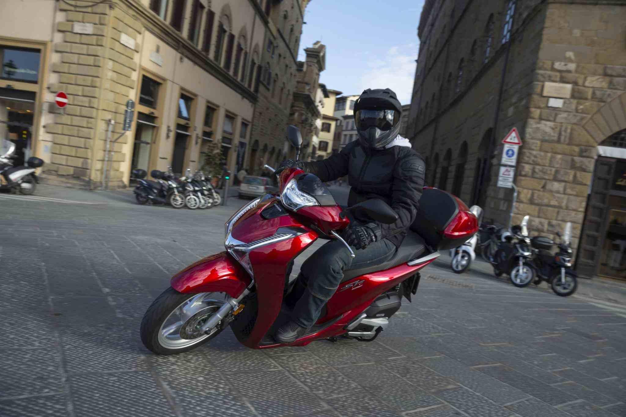 Motorradfahren in der Innenstadt