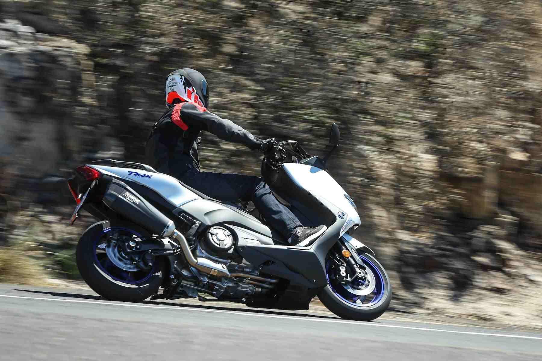 Schönes Motorrad in Fahrt